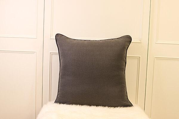 精緻灰大抱枕 | 靠枕|60 x 60
